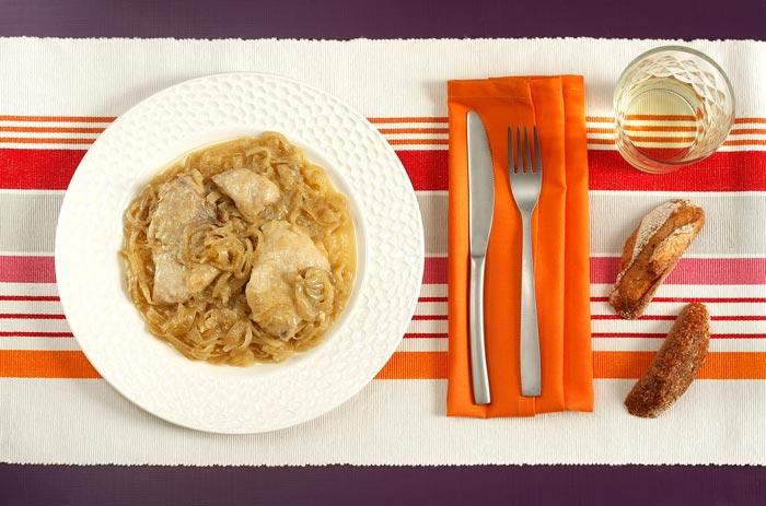 Receta de bonito encebollado en Crock Pot. Recetas de cenas para crock pot