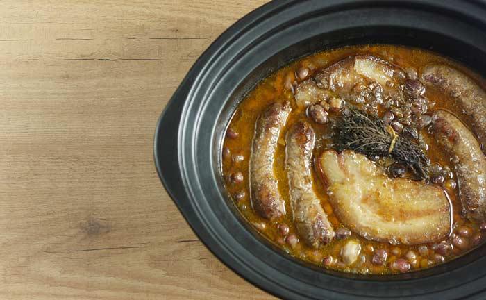 Pochas con salchichas de Toulouse. Receta para Crock Pot