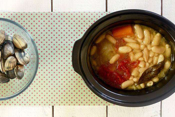 Vinagreta de fabes con almejas. Receta para Crock Pot
