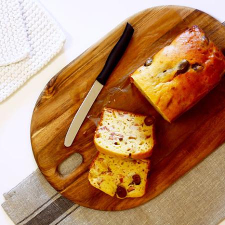 Bizcocho de brie, bacón y aceitunas. Recetas de cenas para crock pot