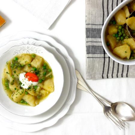 Patatas con guisantes. Receta para crock pot