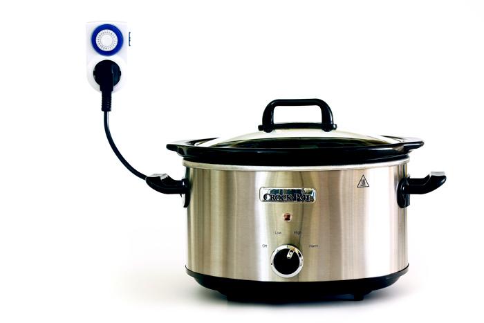Descubre para qué sirve el temporizador de enchufe en la cocina con slow cooker o crock pot. Consejos e utensilios para olla de cocción lenta.