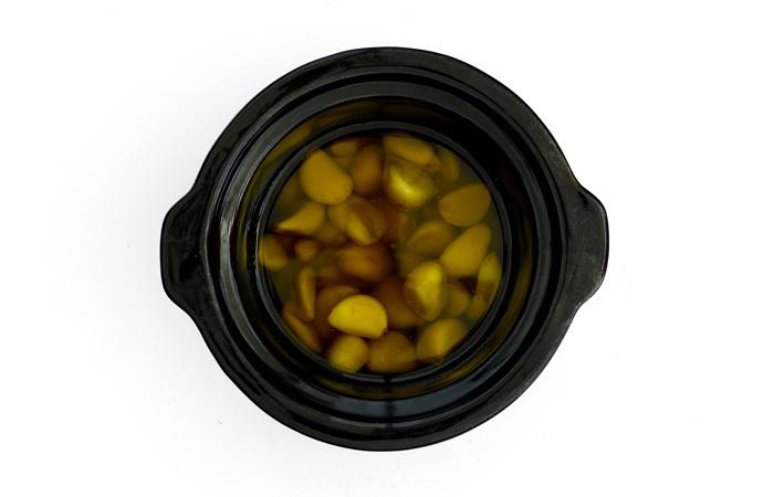Ajos confitados. Receta para cocinar en crock pot