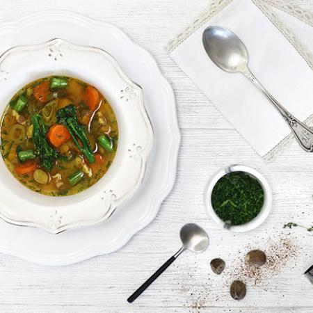 Sopa de hortalizas y panceta