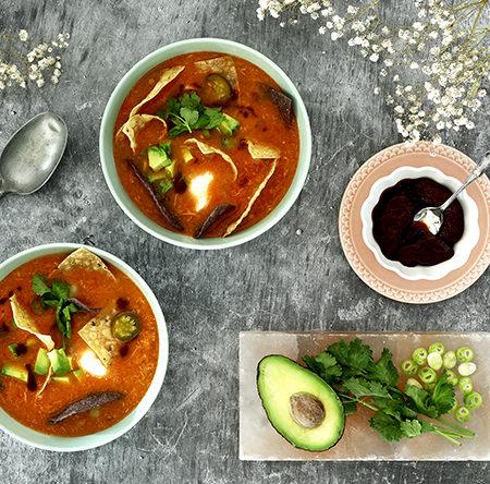 Sopa mexicana de pollo y tortillas. Receta para crock pot o slow cooker